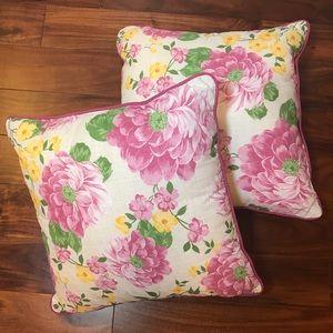 """2 Floral (apx) 20"""" Decorative Accent Pillows"""
